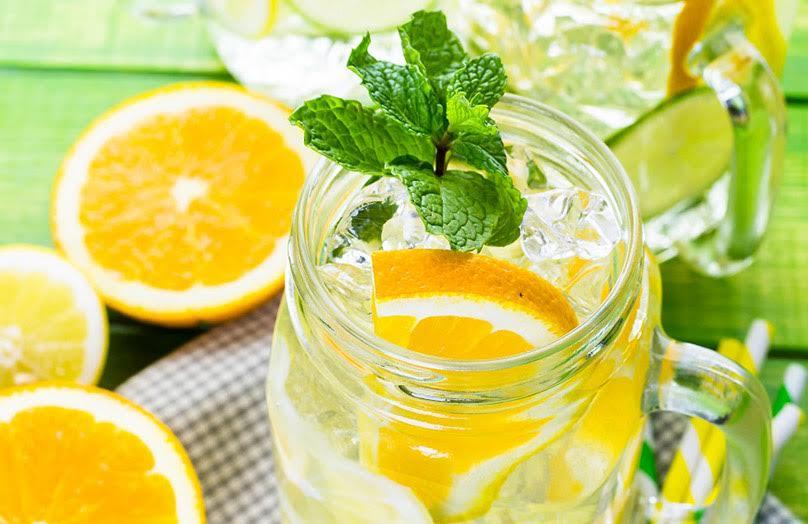 6 heerlijke zomerdrankjes met fruit