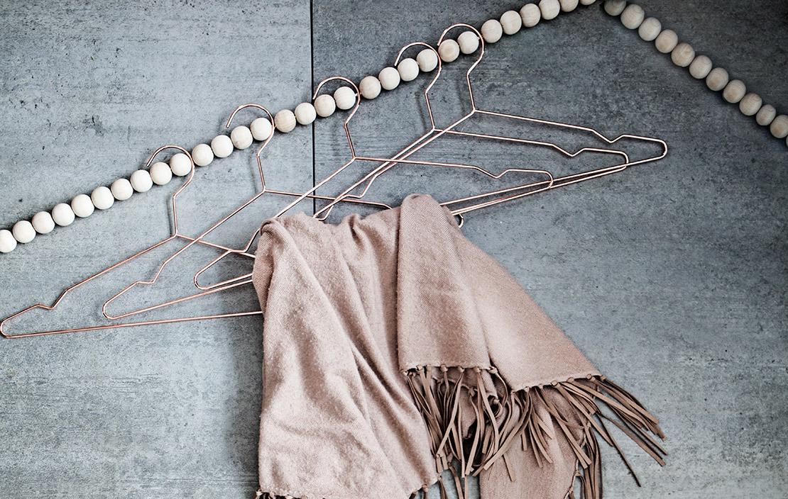 houten-kralenslinger-artikelfoto-met-hangers