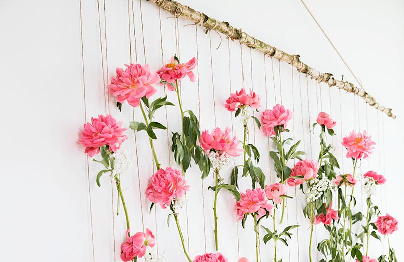 Bruiloft editie: kleurrijke backdrop met bloemen