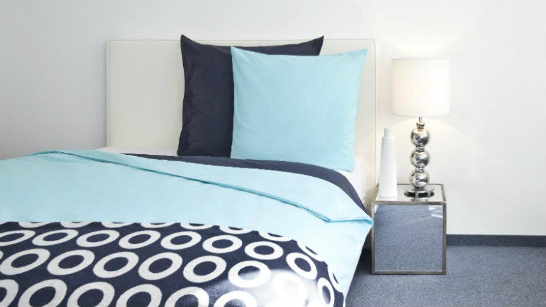 morskie inspiracje w sypialni