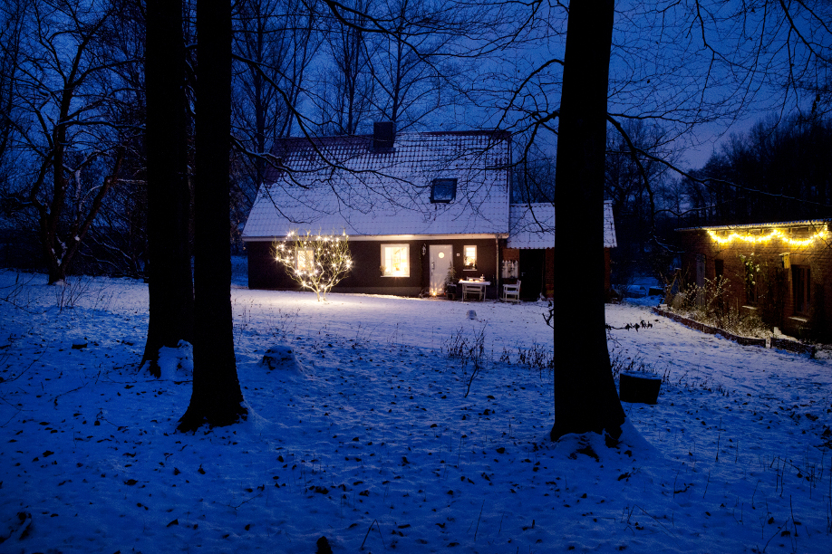 dom i podwórko na boże narodzenie