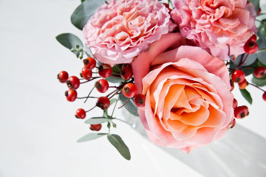 westwing-kwiatowe-kompozycje-dzikie-róże