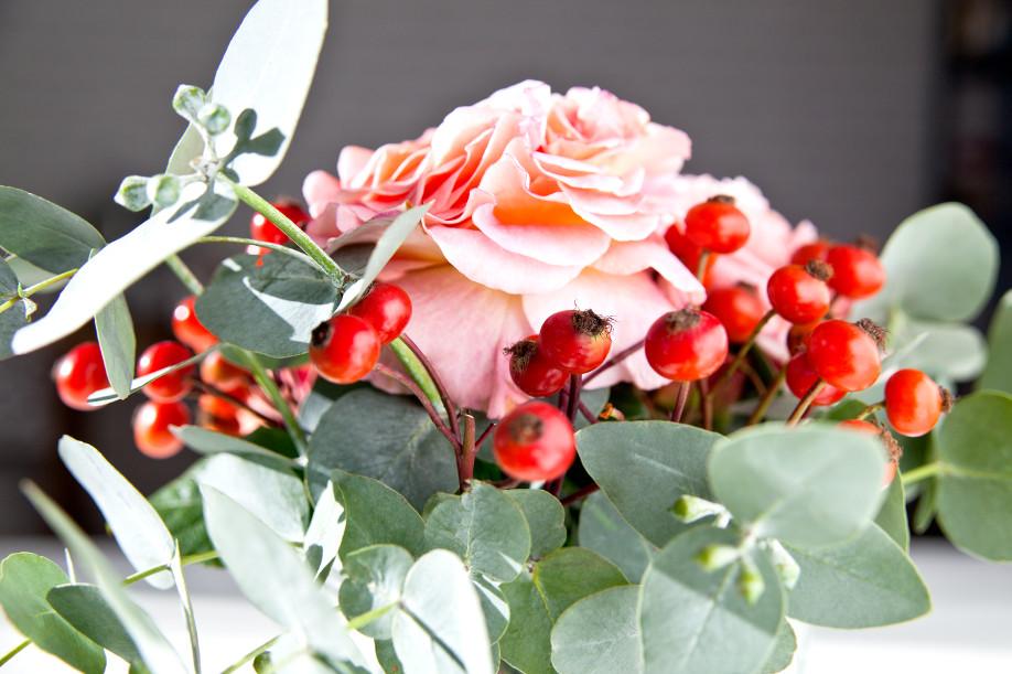 westwing-kwiatowe-kompozycje-dzika-róża