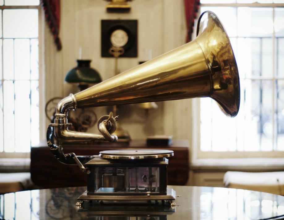 westwing-swiateczne-piosenki-gramofon
