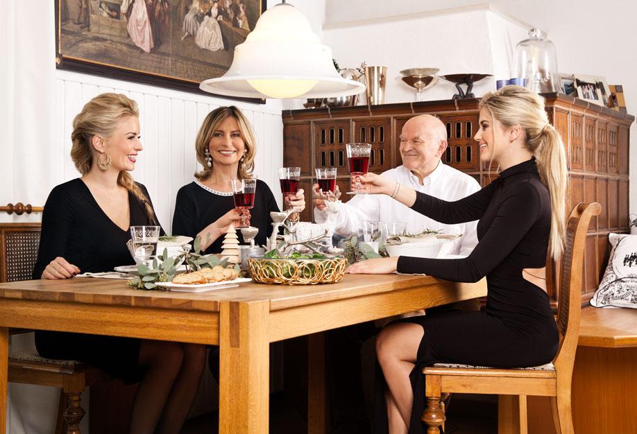 westwing-delia-fischer-z-rodziną-przy-stole