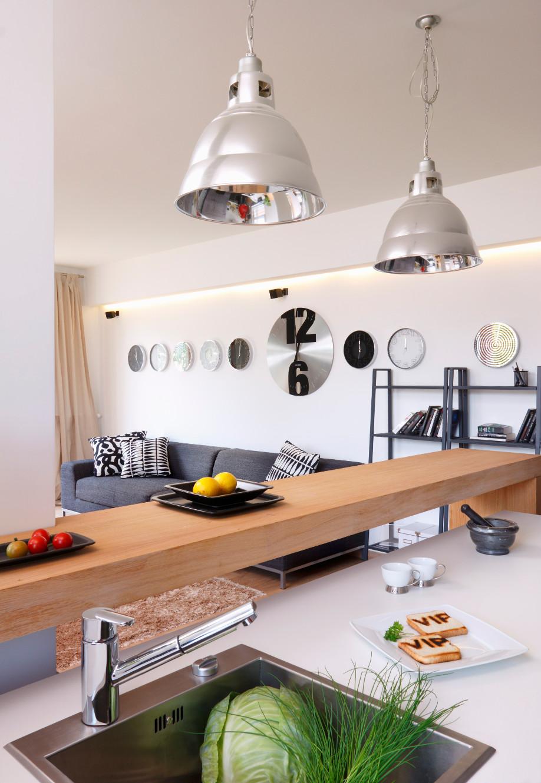 westwing-srebro-kuchnia-z-lampami