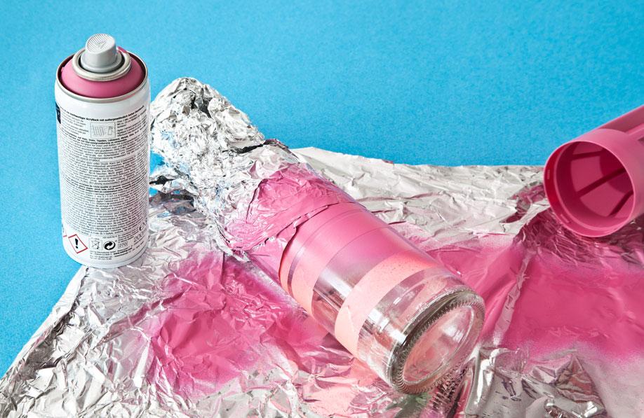 różowe butelki dekoracyjne