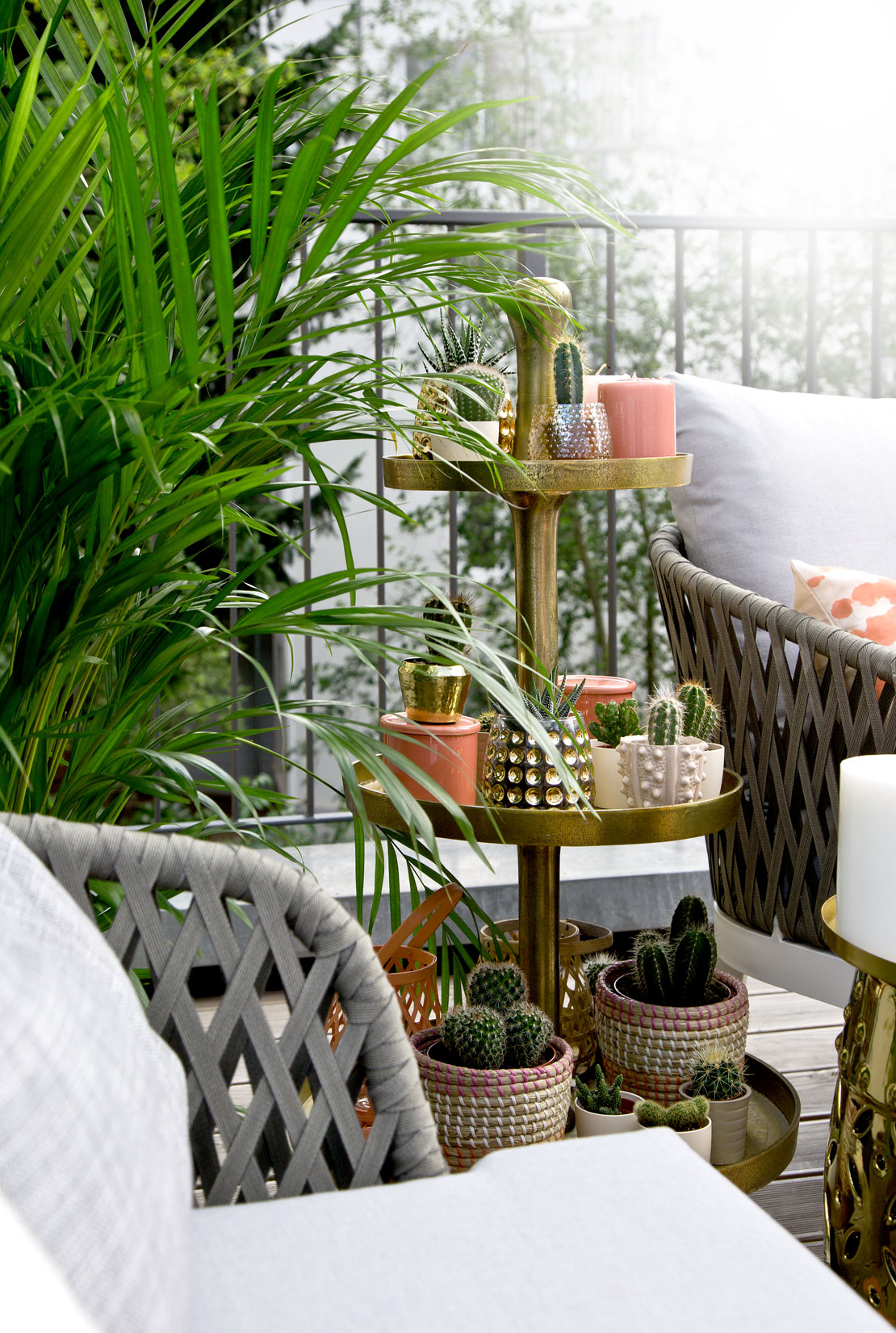 tropikalna aranżacja balkonu