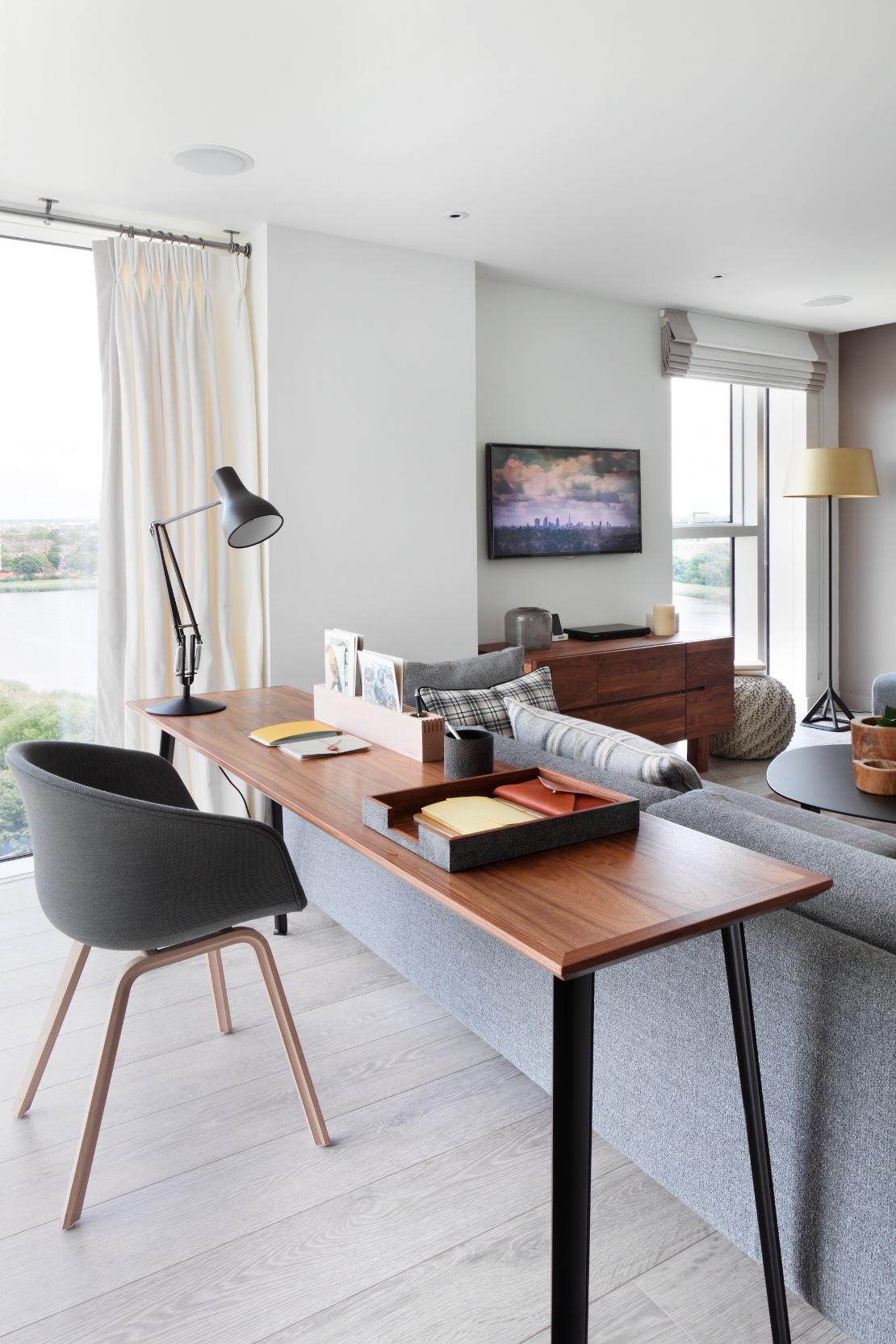domowe-biuro-za-sofą