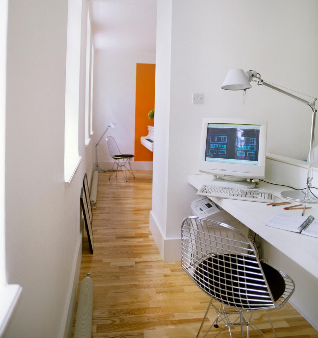 domowe-biuro-na-korytarzu