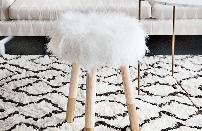 DIY: Futrzany stołek
