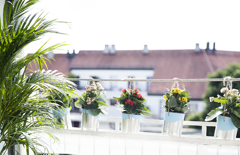 Domowy upcycling: doniczki na balkon